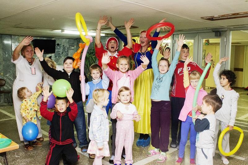 Счастливые детские лица пациентов кардиоревматологического отделения